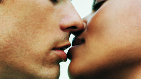 10 korzyści płynących z całowania
