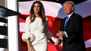 Sukienka Melanii Trump wyprzedana w godzinę
