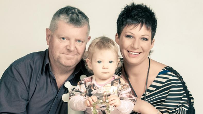 Besenczi Árpád párjával, Nellivel és lányával, Hellával már nagyon várja a kistestvér érkezését