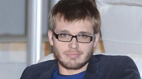 Tomasz Ciachorowski nie zawsze był perfekcyjnie piękny. Jak wyglądał na początku kariery?