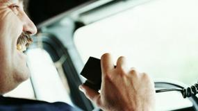 Czy można rozmawiać przez CB podczas jazdy?