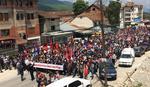 JAKE POLICIJSKE SNAGE U DEČANIMA Albanci održali protest zbog manastirske zemlje