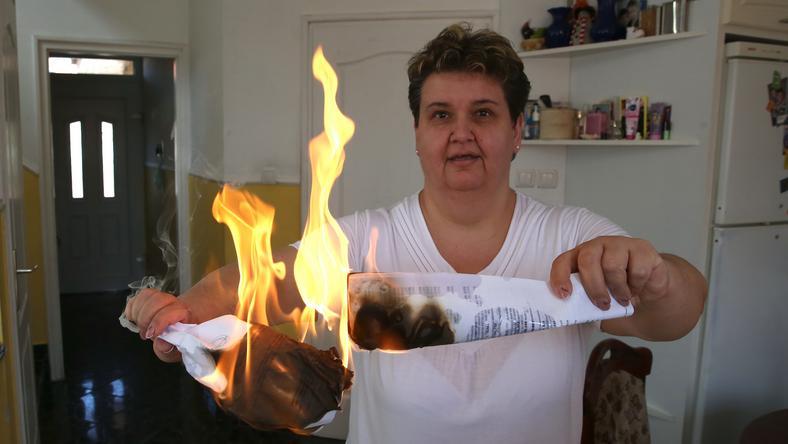 Zsuzsa elkeseredett, hogy elárverezték a házát, azzal fenyegetőzik, hogy gyújtogatni fog /Fotó: Weber Zsolt