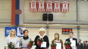 Podignuti dresovi Zvezdinih legendi, košarkašice deklasirale Partizan u derbiju /FOTO/