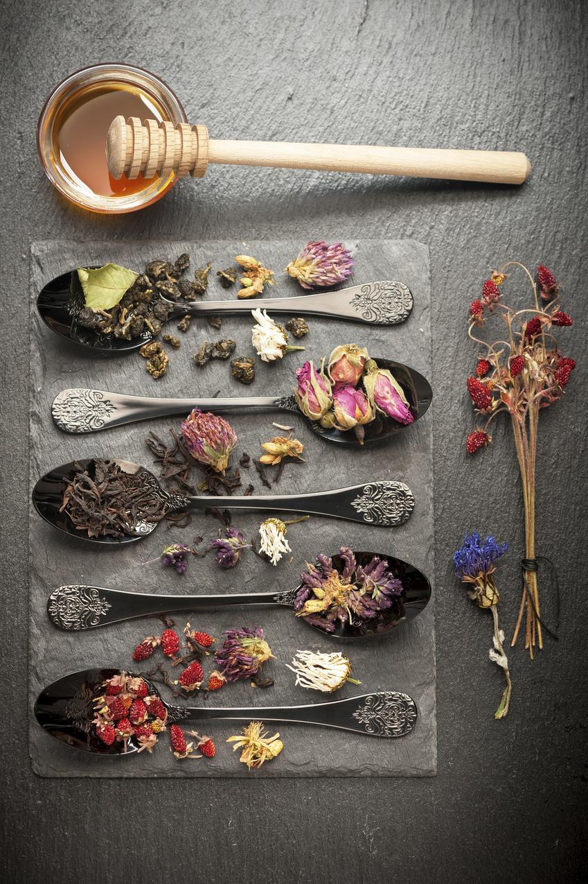 Rumianek i inne zioła na włosy