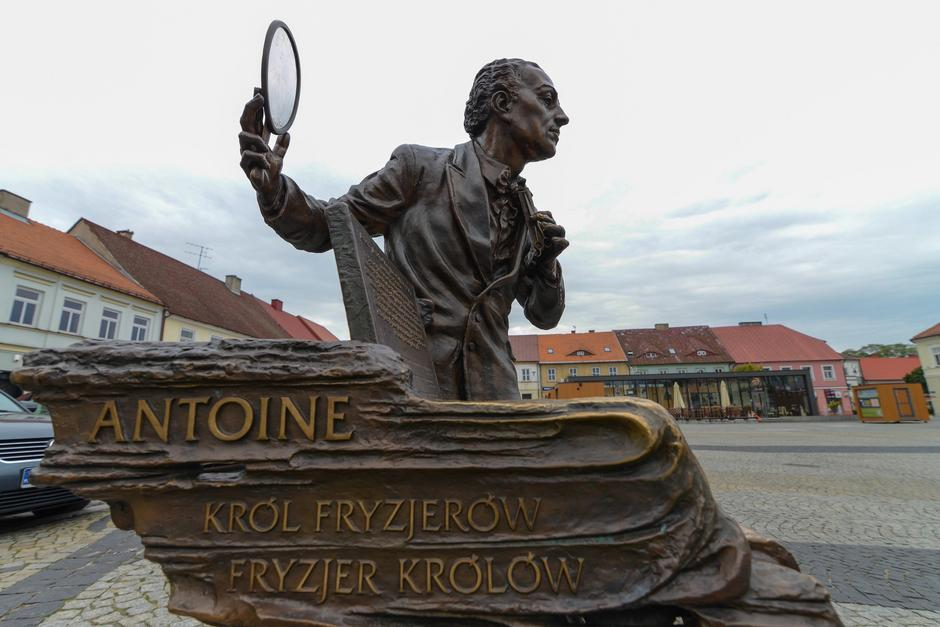 Pomnik Antoniego Cierplikowskiego w Sieradzu