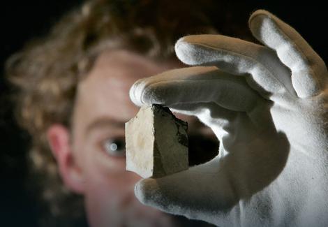 """Stančić je rekao da je zvanično potvrđeno da se kod Zlatokopa nalazi oko dva miliona tona zaliha jednog od najčistijih minerala iz grupe """"belih zeolita"""" - klinoptilolita koji ima ogromnu moć apsorpcije radioaktivnih zračenja i """"predstavlja zlato u zdravstvenom, ekološkom i bezbednosnom pogledu""""."""