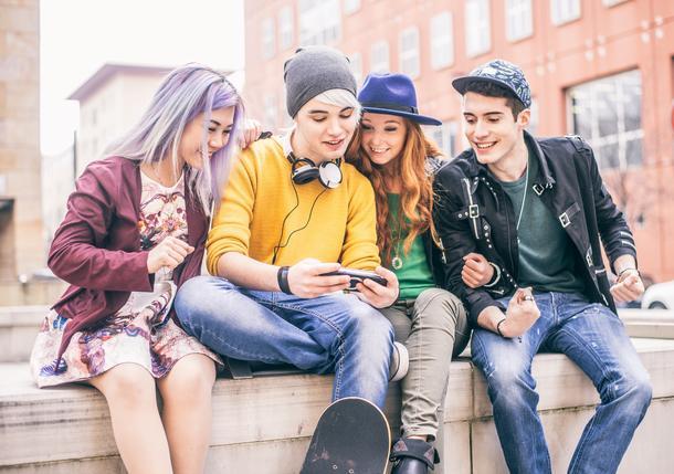 Moda pokolenia Z. Jak kupują ubrania millenialsi?