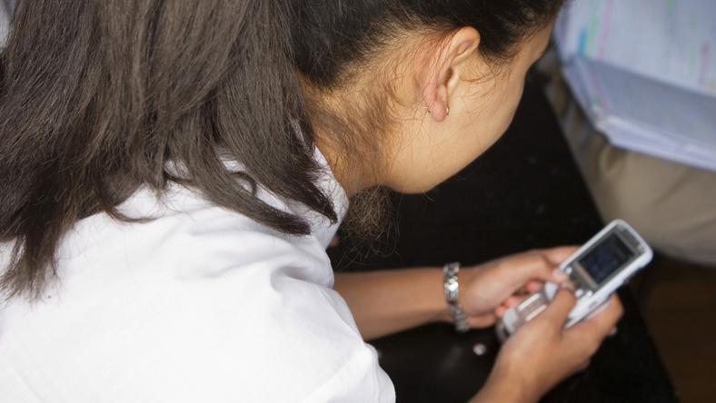 A lány nem tudott uralkodni magán és sms-ekkel bombázta a fiút / Fotó: Europress-Thinkstock