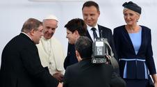 Niezręczne powitanie papieża. Ekspert wytyka wpadki