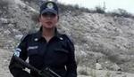 """POLICAJKA U TOPLESU """"Vrelom"""" slikom u službenim kolima zaradila suspenziju"""