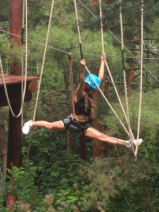 Menyhárt Mira egy kalandparkban  mutatta meg, mi is az a légi akrobatika. Kétségtelen, hogy felejthetetlen élményt örökített meg