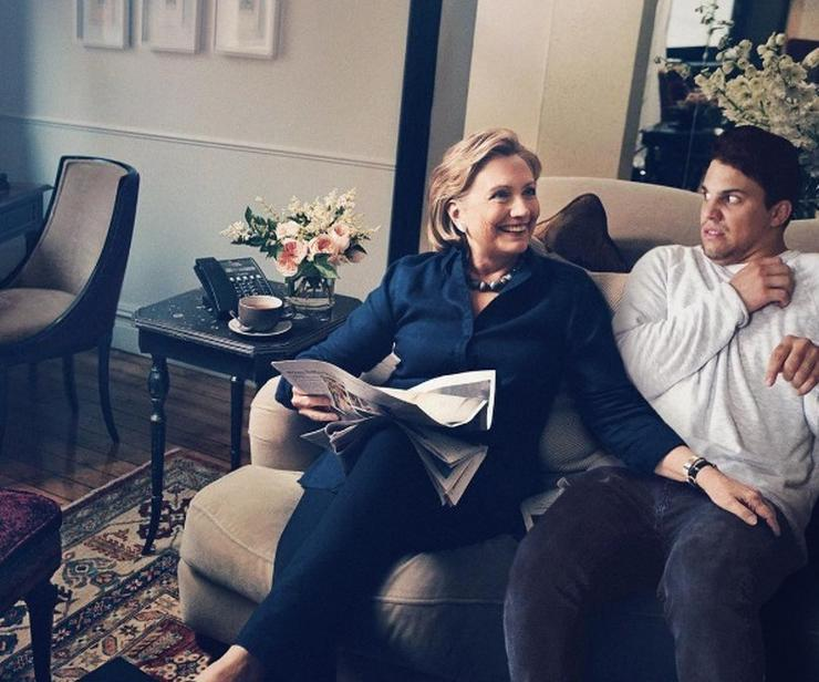 Hillary Clinton mellett / Fotó: Instagram