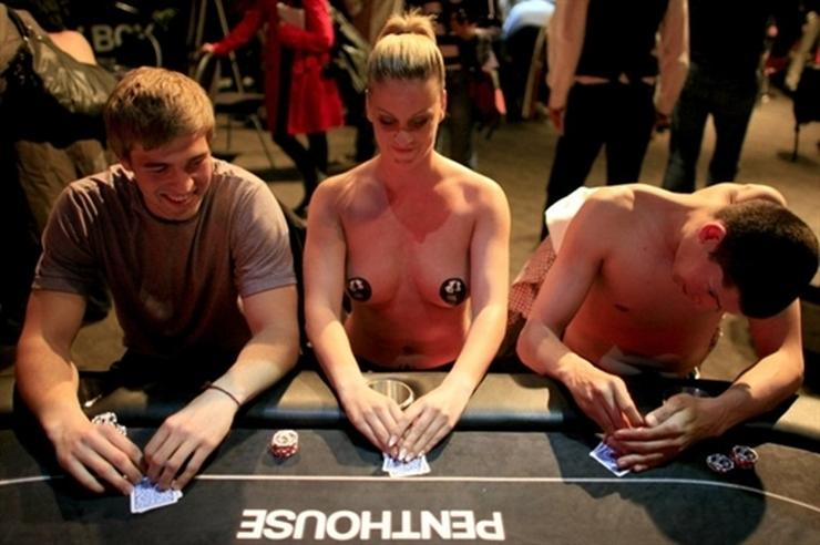 Amateur Frau Strip Poker