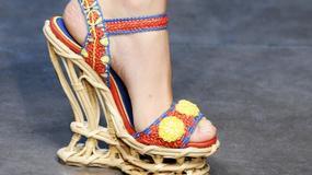Buty na koturnie - musisz je mieć!