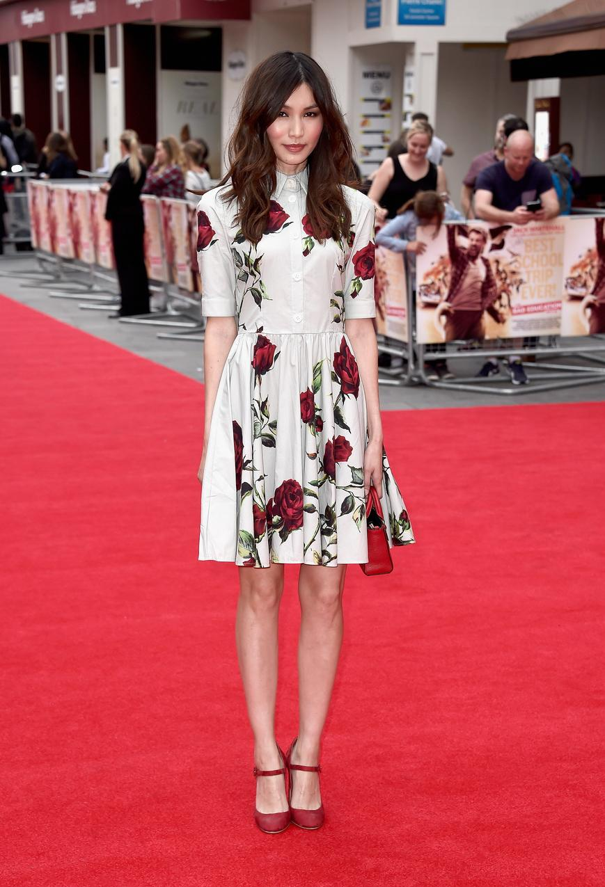 best look: Gemma Chan w sukience Dolce&Gabbana