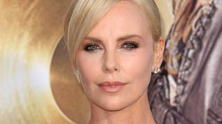 Best Look: Charlize Theron w sukience Dior