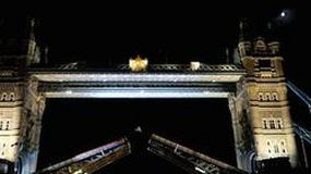 Red Bull X-Fighters: backflip na londyńskim Tower Bridge