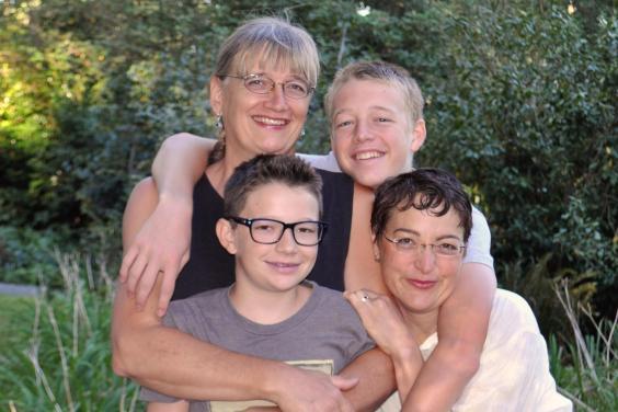 Seda (u gornjem levom uglu) i ostatak porodice
