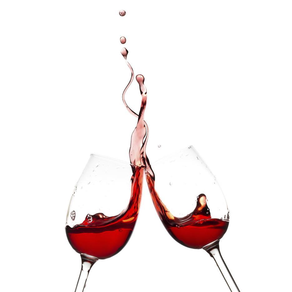 Czerwone wino skutkuje przebarwieniami zębów
