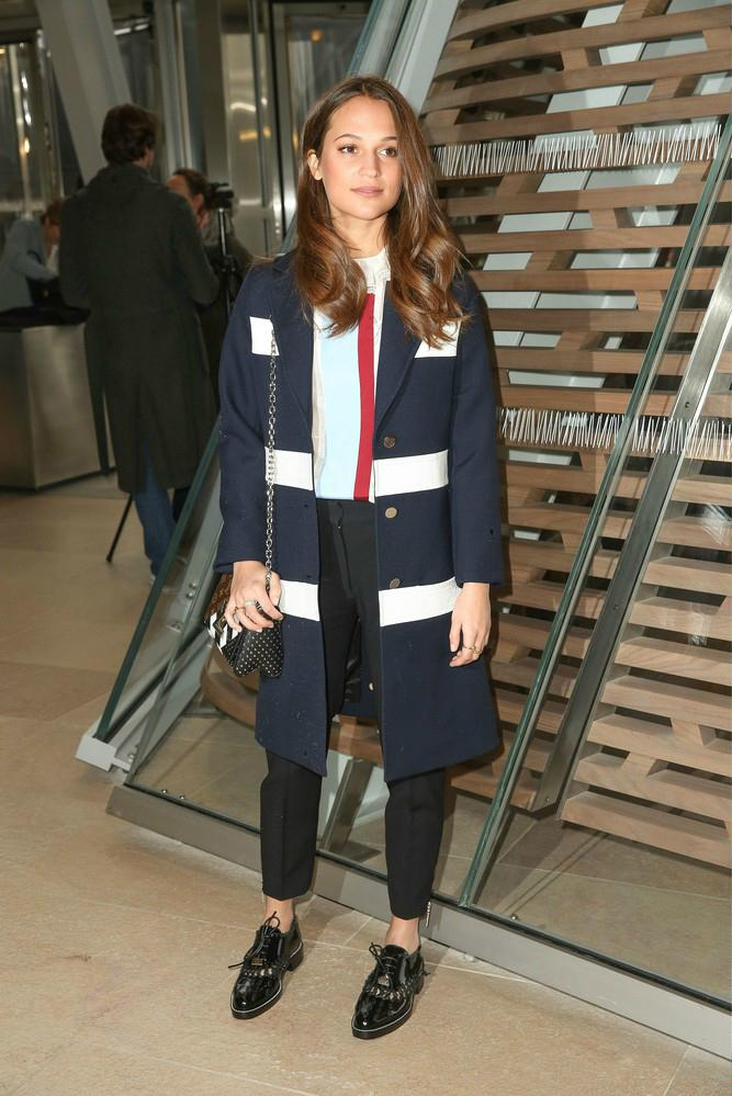 Alicia Vikander na pokazie Louis Vuitton