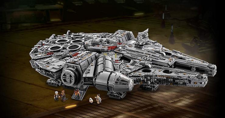Az eredeti és az új filmek között történt pár változás a Sólymon, ezt elkészítette a LEGO, kedvünk szerint alakíthatjuk /Fotó: LEGO