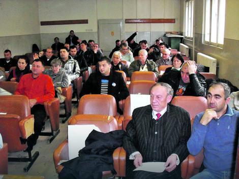 Sad svako može sa svakim: Odbornici Skupštine opštine u Žitorađi