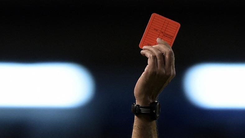 Nagy árat fizetett a kiállításért a játékvezető /Fotó: AFP