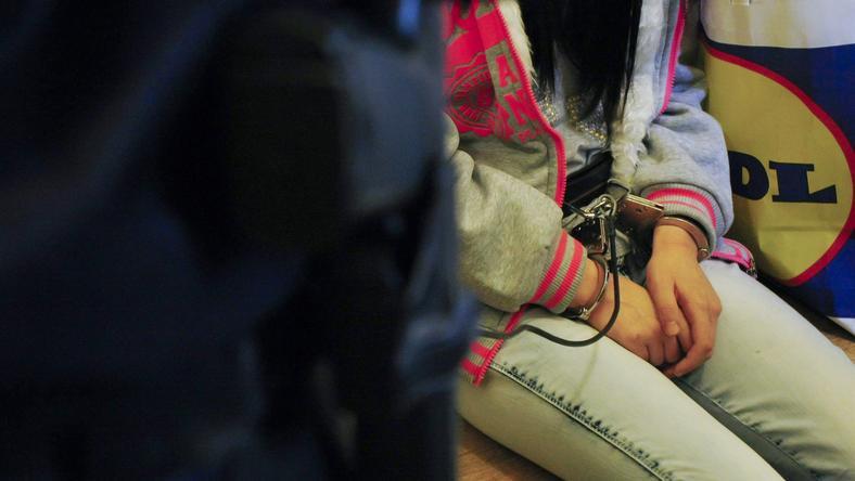 A lány a mészárlást követő nap pókerarccal ment iskolai órákra /Fotó: MTI Bugány János