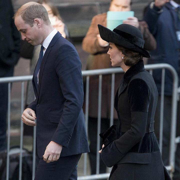 Vilmos herceg és Katalin hercegné sötét ruhában érkezett Fotó: Puzzlepix