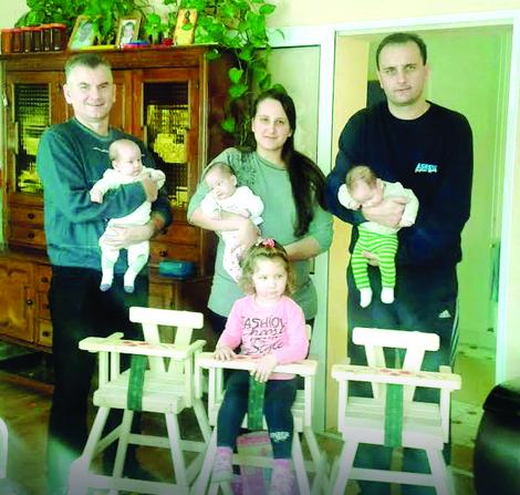 Sam pronašao roditelje trojki na Fejsbuku: Mile sa porodicom Mazinjanin