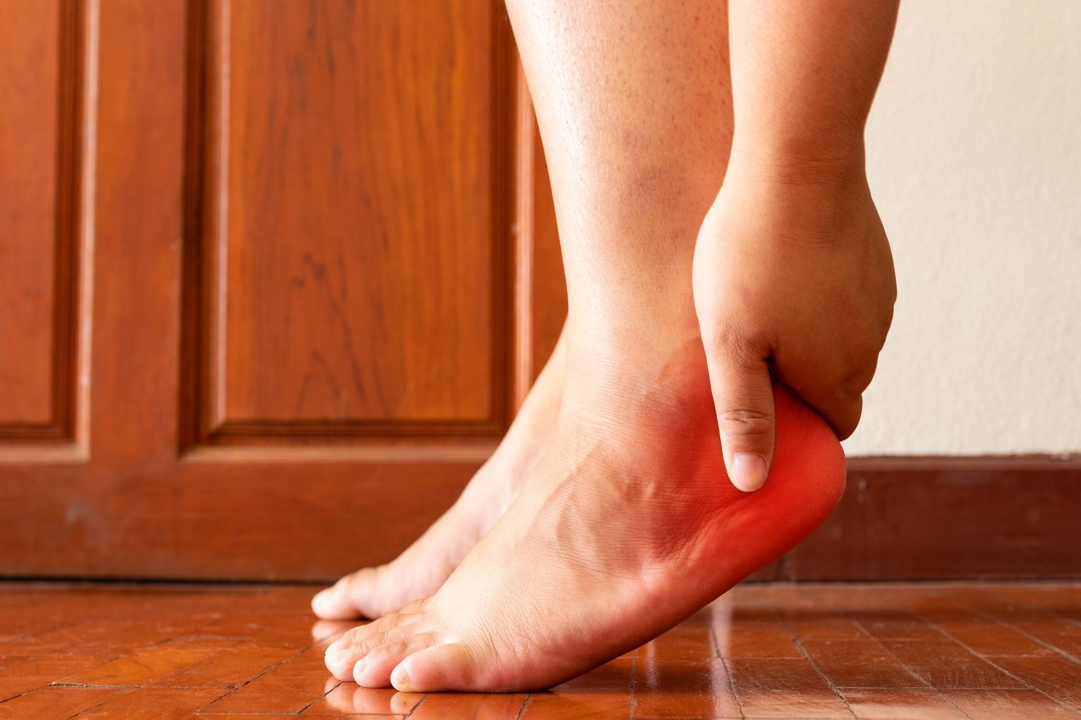 a lábak duzzadását okozza