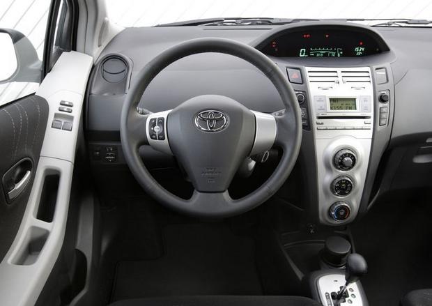 Toyota yaris ii 2005 2011 mistrz oszcz dno ci opinie for Interieur yaris 2