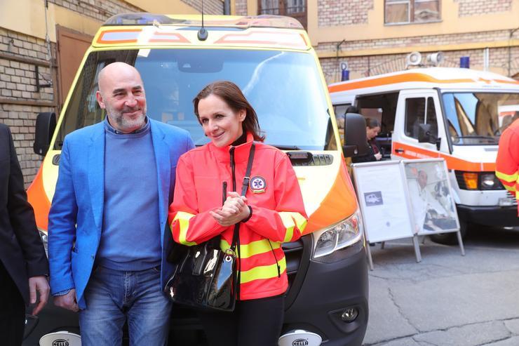 Kulka János és Malek Andrea a mentőknél / Fotó: Varga Imre