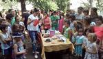 """ZA SPAS """"ĐURE"""" Roditelji i nastavnici na pikniku u dvorištu škole"""