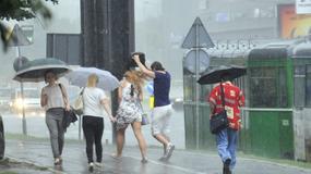 Nadstrešnice, knjige, kišobrani: Šta je sve poslužilo Beograđanima kao zaklon od olujne kiše?