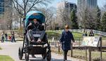 Dečja kolica za odrasle: Budite ponovo BEBA
