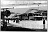 LOT przeniósł się na Okęcie w 1934 roku. To zdjęcie wykonano trzy lata później, widać na nim hangar.