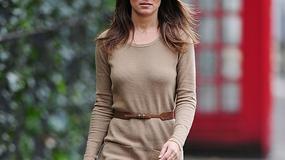 Pippa Middleton w zamszowych kozakach i brązowej sukience