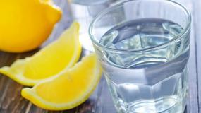 Sześć powodów, dla których warto pić wodę z cytryną