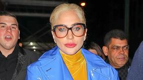 Lady Gaga w krótkich włosach i dziwnej stylizacji z narzeczonym na kolacji