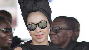 Omenaa Mensah i jej kreacja na pogrzebie w Ghanie. Zbyt odważna?