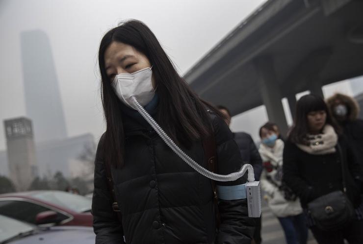 Kína egyes nagyvárosaiban egyszerűen nem lehet arcvédő nélkül élni / Fotó: EUROPRESS-GETTYIMAGES