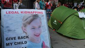"""""""Zrobię wszystko, by odzyskać córeczkę"""". Demonstracja przed Ambasadą Szwecji"""