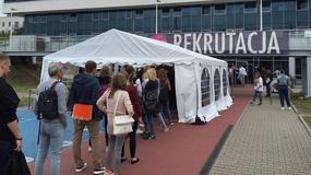 Poznań: śpią w namiotach, aby dostać się na studia. Zamieszanie pod AWF