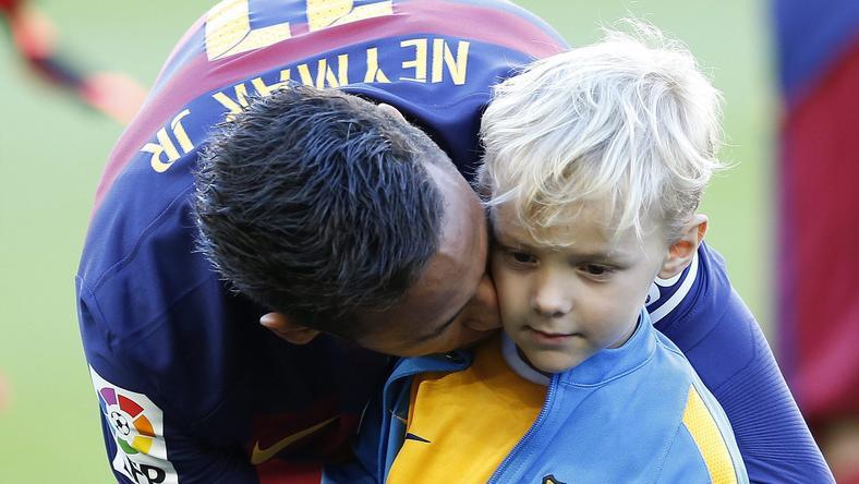 Neymar és a fia /Fotó: MTI