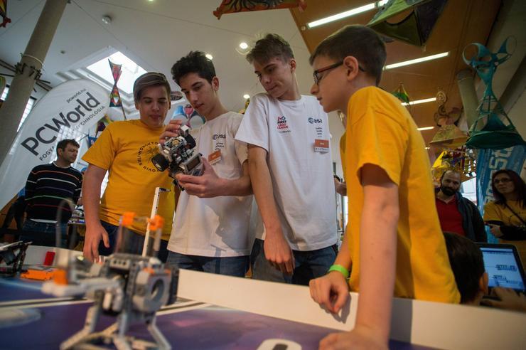 Résztvevők a FIRST Lego League (FLL) robotverseny budapesti döntőjén /Fotó: MTI/Balogh Zoltán