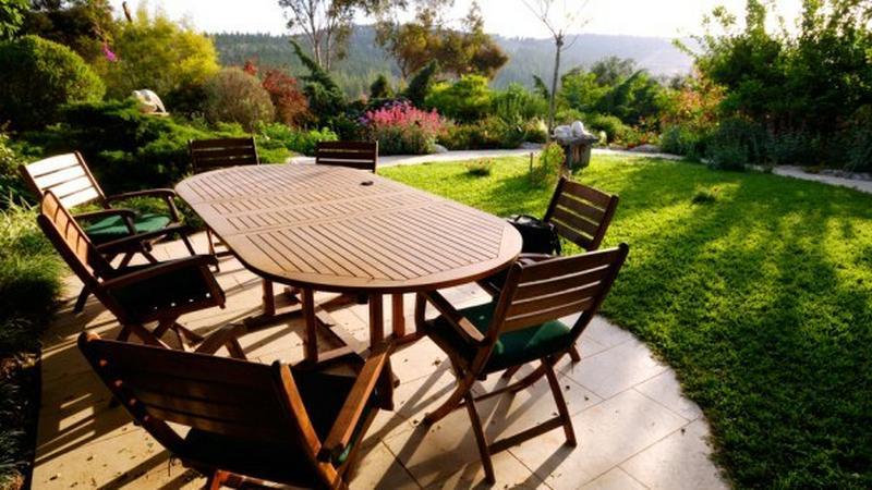 Jak odnowić drewniane meble ogrodowe?  Zumi