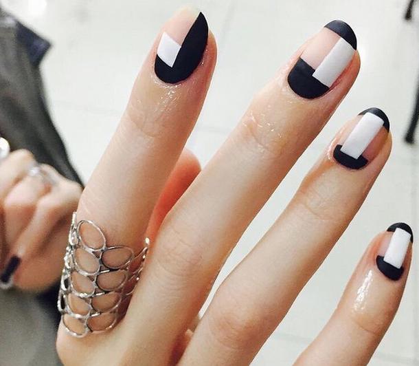 Manicure z prześwitami to hit tej zimy