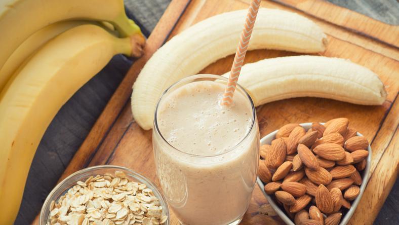 Mennyei banános-mandulás turmix / Fotó: Shutterstock